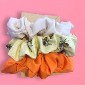 🐝Bumblebee scrunchy set of 3🐝